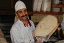 Panadero orgulloso de su pan