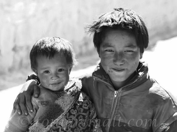 Jovenes tibetanos
